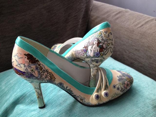 beautiful-moment-art-nouveau-shoe