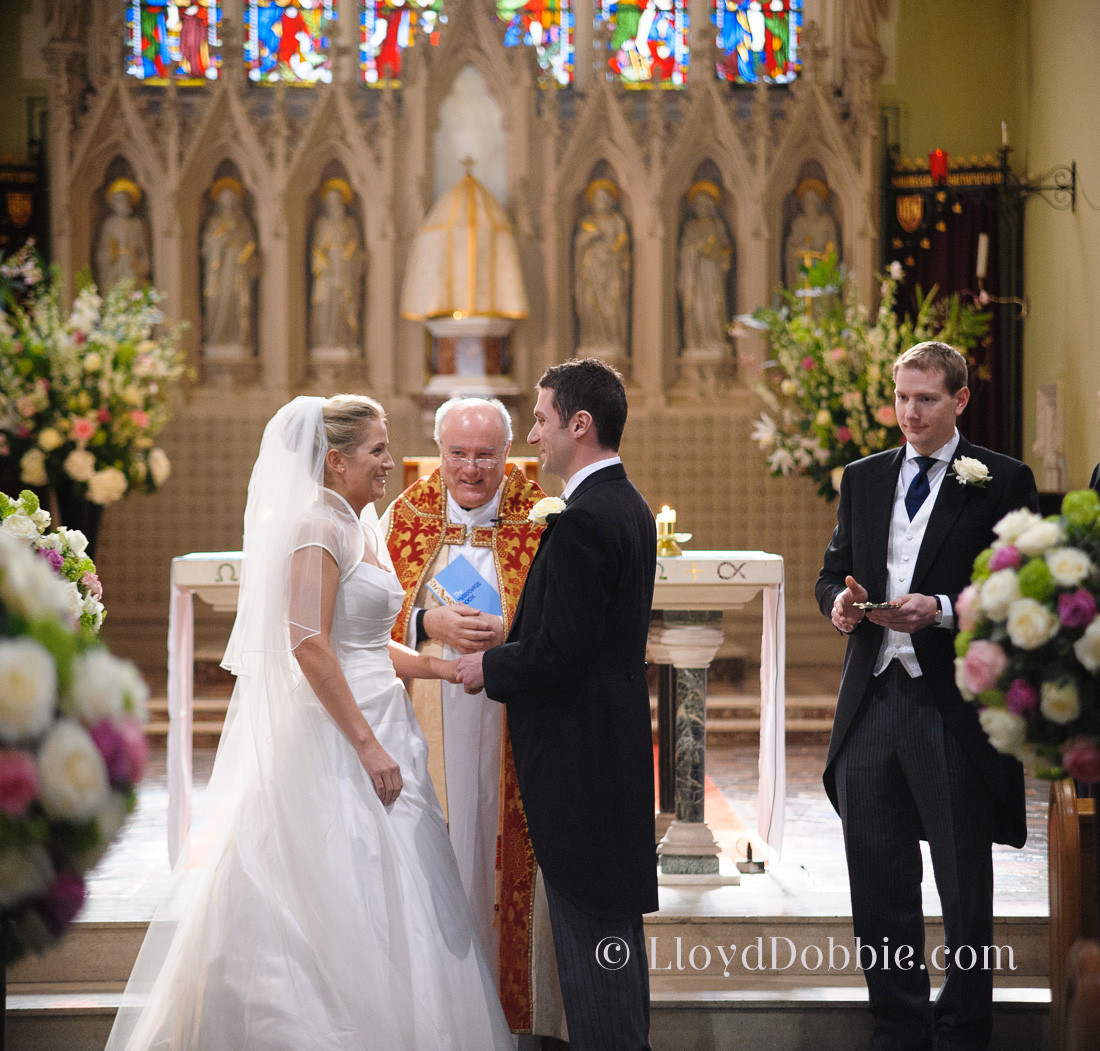 describe a wedding ceremony you attended Traditional christian wedding ceremony (this is a non-denomination, traditional christian ceremony that you may modify or add to) welcome family and friends.