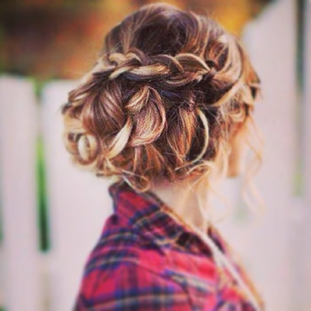 Easy Five Minute Hairdos For Your Bridesmaids