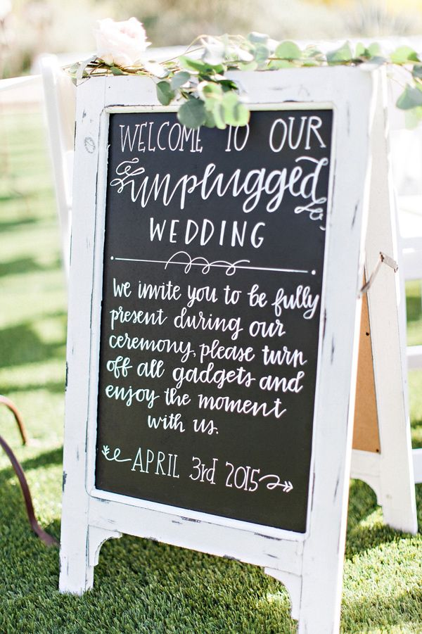 6 Reasons To Choose An Unplugged Wedding