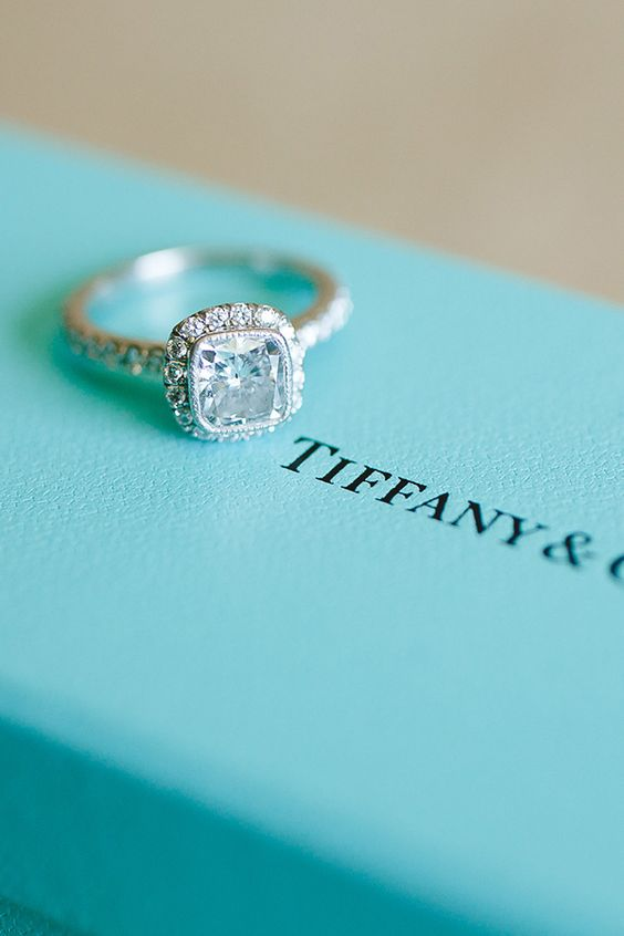 Your Essential Guide To Engagement Ring Shopping
