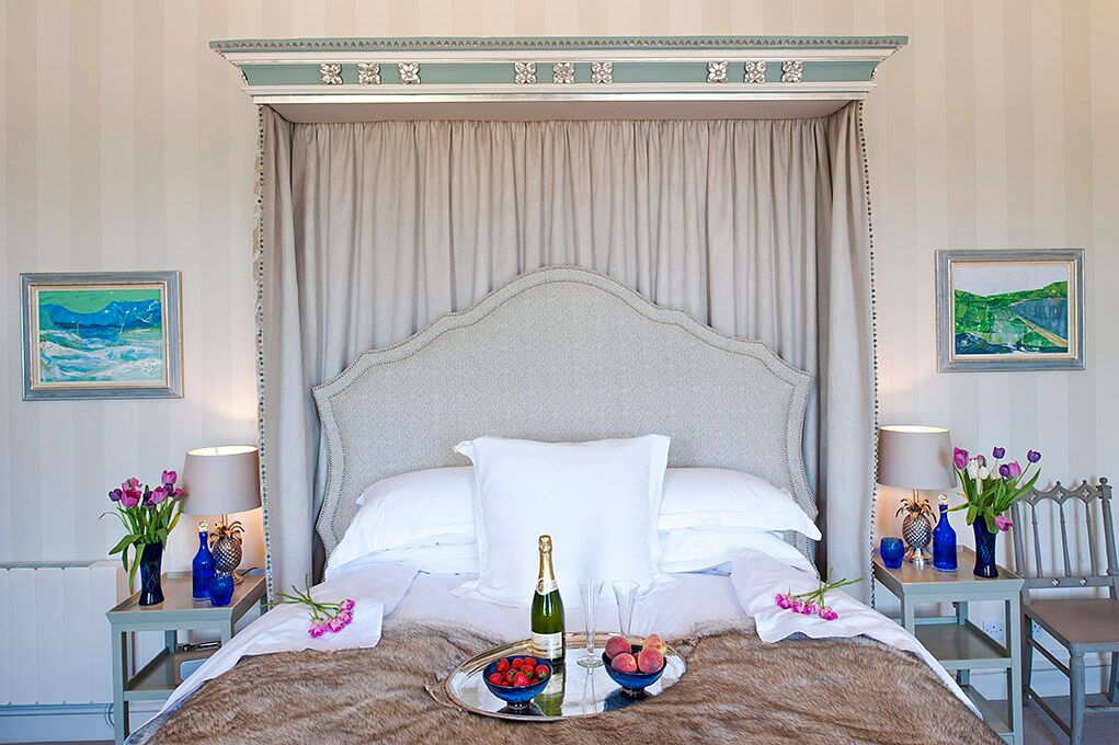 The Salmanca - Combermere Abbey's Honeymoon Suite