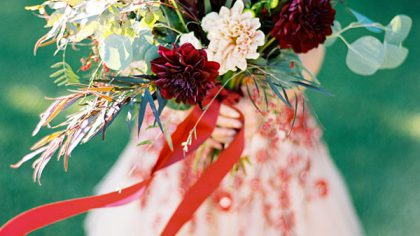 16 Rich & Rustic Bouquet Ideas For Autumn Brides