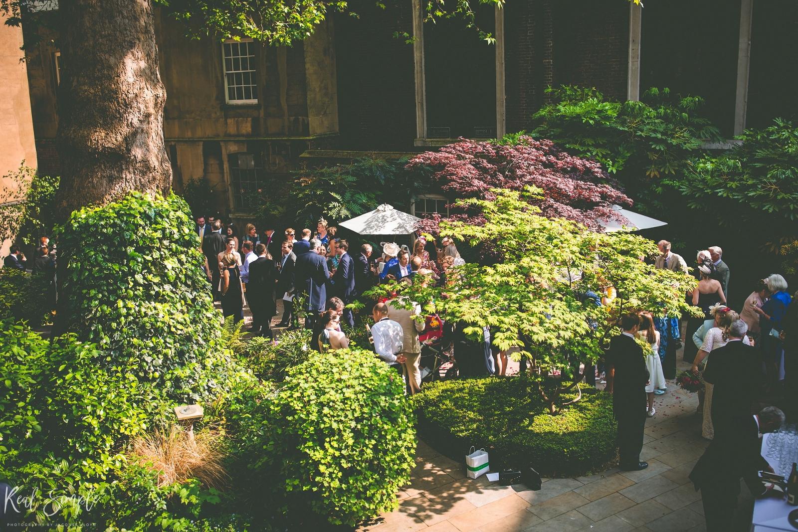 Garden wedding2 (1600x1067)