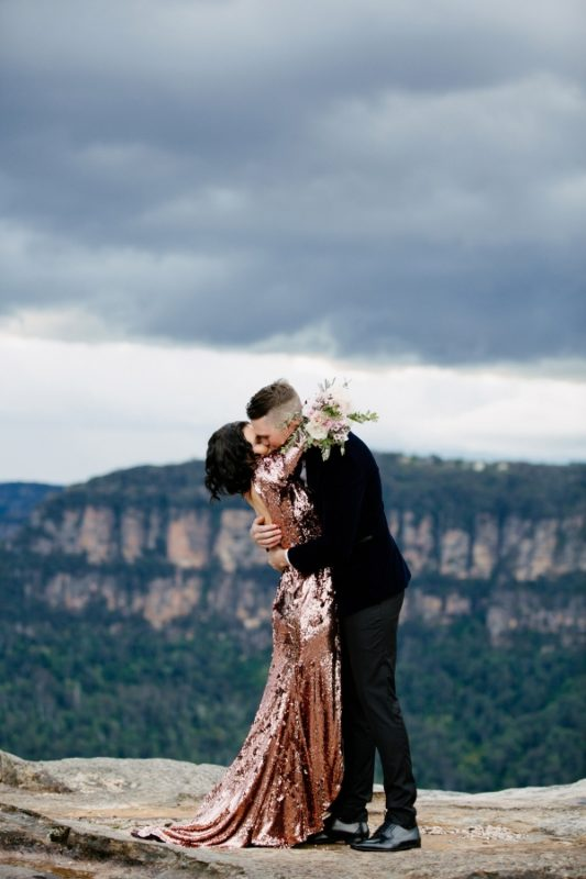 066-carley-trents-glamorous-blue-mountains-elopement-by-heart-and-colour-600x900