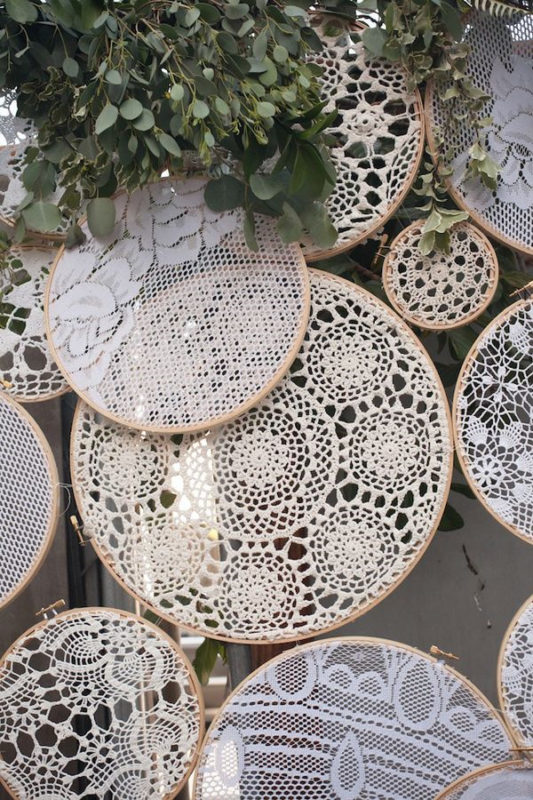 crochet-lace-embroidery-hoops-wedding-decor