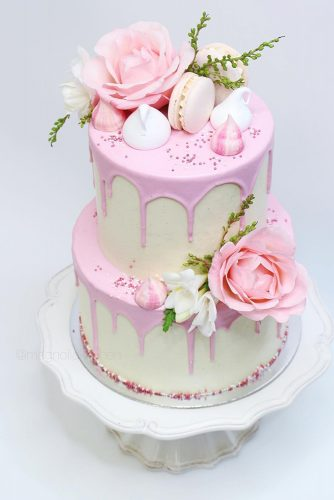 drip-wedding-cakes-tender-soft-pinkwith-flowers-and-macaroons-magnoliakitchen-334x500