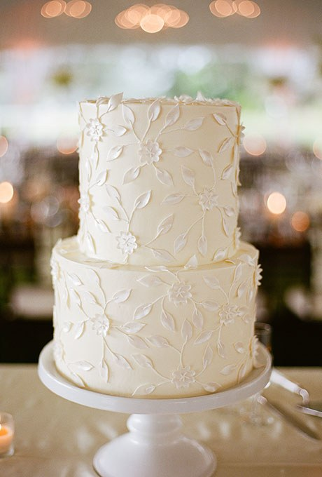 2015_bridescom-Editorial_Images-01-White-Wedding-Cakes-Large-White-Wedding-Cakes-Marni-Pictures-02