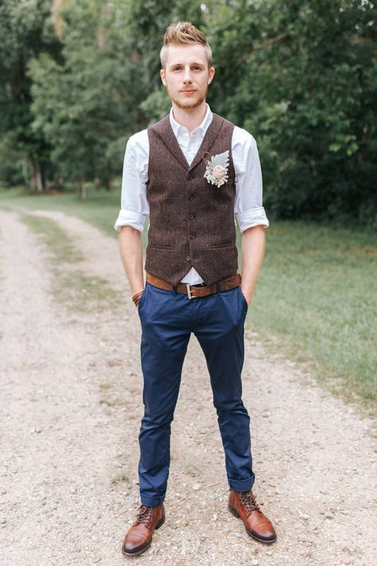 Relaxed-Boho-Wedding-Charming-Country-Hall-15