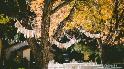 The Crimson Season: 4 Reasons to Consider an Enchanting Autumn Wedding