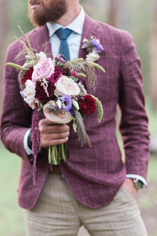 groom-holding-bouquet