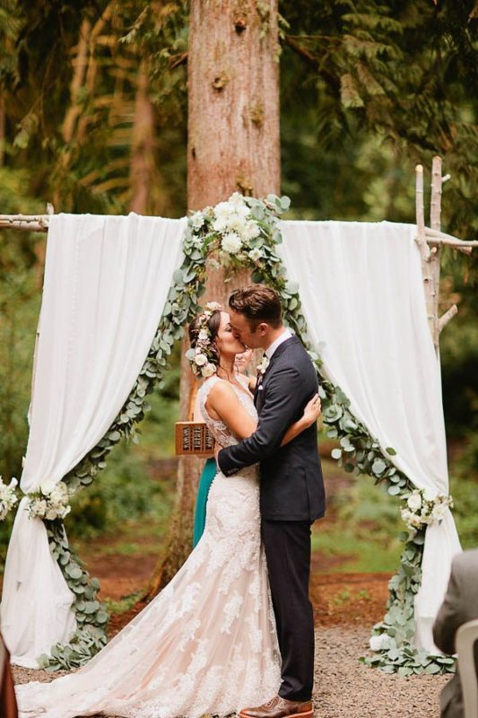 Earthy-Oregon-Wedding-at-Hornings-Hideout-Nakalan-McKay-10-600x900-1-600x900