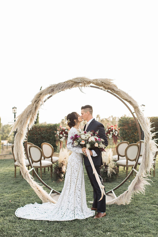 Pampas-grass-cicle-arch-wedding-ceremony-ideas