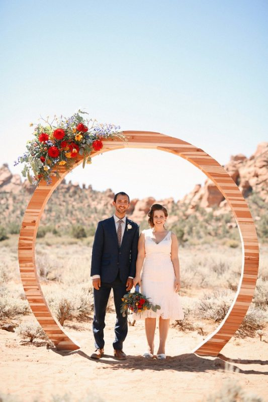 modern-ceremony-backdrops-for-outdoor-weddings-6