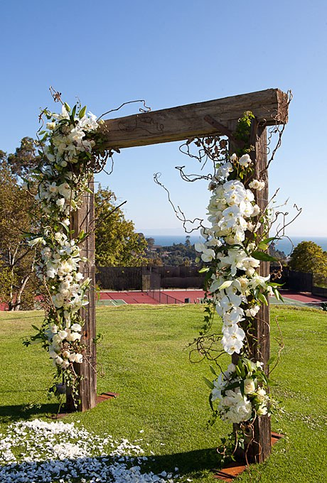 2013_bridescom-Editorial_Images-02-summer-country-club-wedding-santa-barbara-large-summer-wedding-santa-barbara-wood-arbor-white-orchids-wedding-ceremony-decor