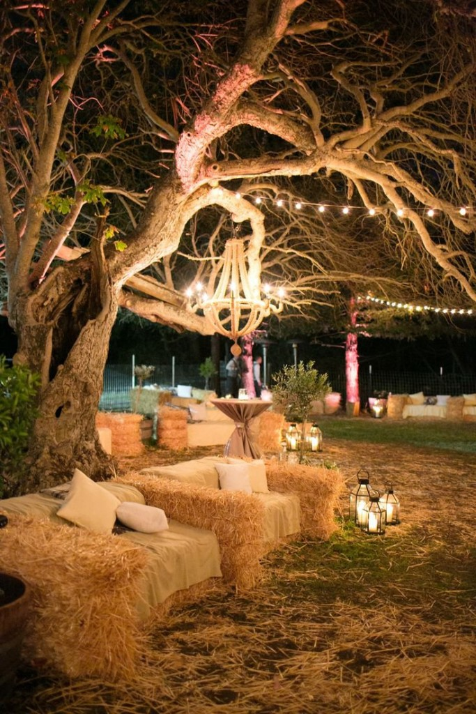 hay-bales-sofa-ideas-for-rustic-outdoor-country-and-barn-weddings-683x1024