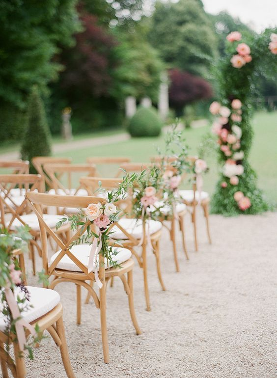 20-Must-have-Wedding-Chair-Decorations-for-Ceremony-003