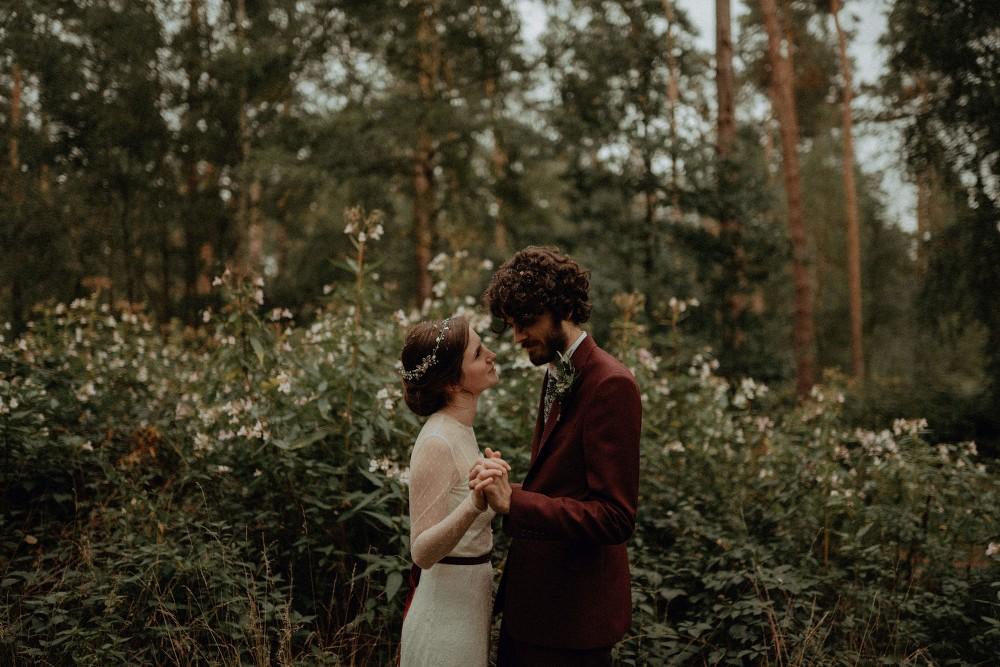 Autumn-Dark-Red-Wedding-Belle-Art-Photography-48 (1000x667)