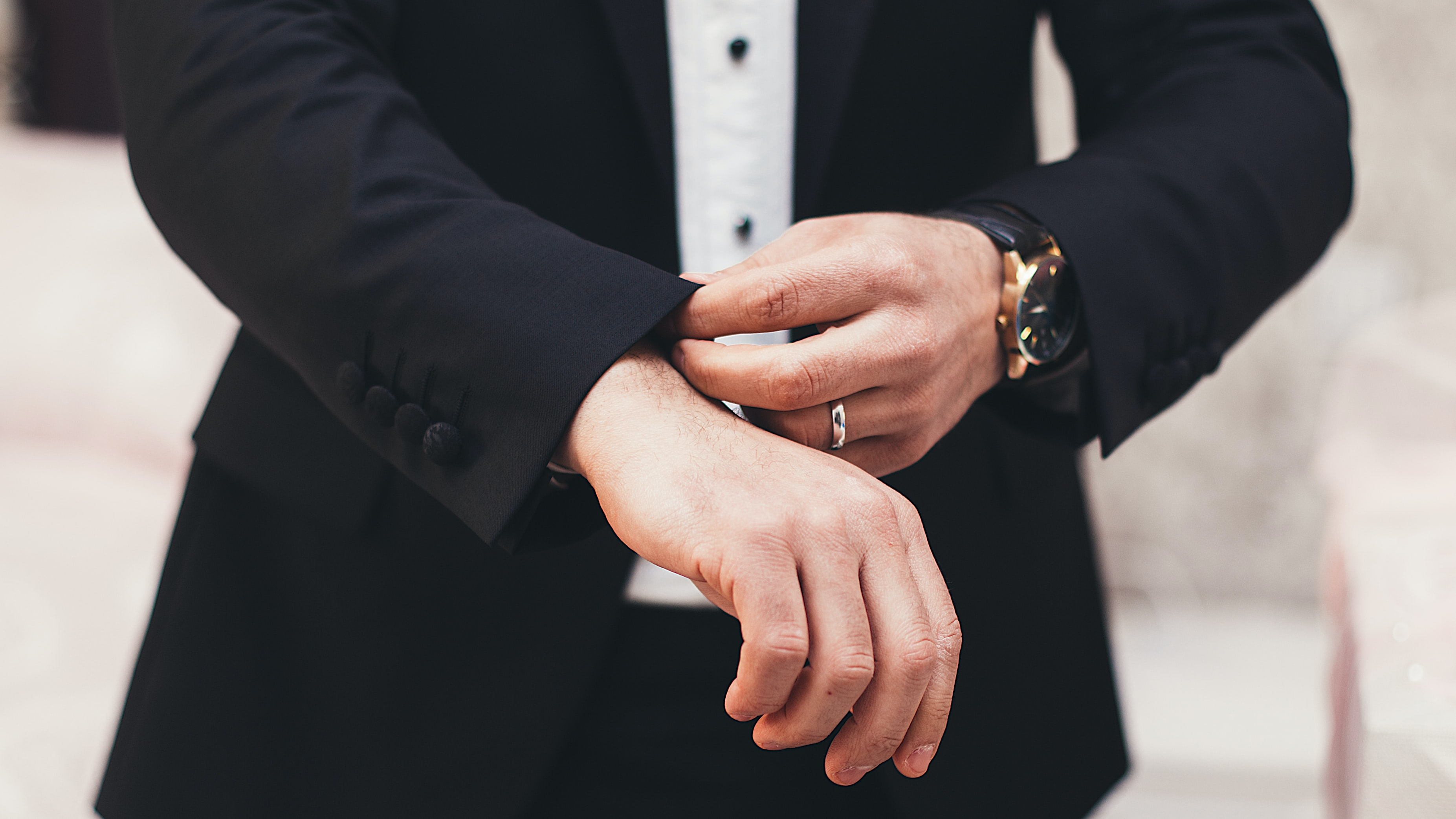 Your guide to choosing a men's wedding ring
